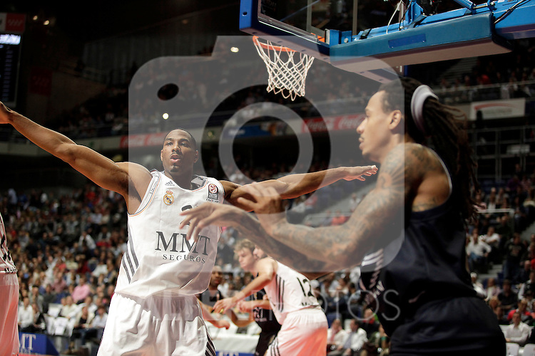 Real Madrid´s Darden V EA7 Emporio Armani Milan´s Moss (R) during Euroleague Basketball match. November 01,2013. (ALTERPHOTOS/Victor Blanco)