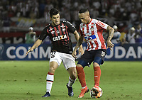 BARRANQUIILLA - COLOMBIA, 05-12-2018: Jarlan Barrera (Der.) de Junior disputa el balón con Marcinho (Izq.) del Paranaense durante el encuentro entre Atlético Junior de Colombia y Atlético Paranaense de Brasil por la final, ida, de la Copa CONMEBOL Sudamericana 2018 jugado en el estadio Metropolitano Roberto Meléndez de la ciudad de Barranquilla. / Jarlan Barrera (R) of Junior struggles for the ball with Marcinho (L) of Paranaense during a final first leg match between Atletico Junior of Colombia and Atletico Paranaense of Brazil as a part of Copa CONMEBOL Sudamericana 2018 played at Roberto Melendez Metropolitan stadium in Barranquilla city.  Photo: VizzorImage / Gabriel Aponte / Staff