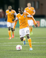 Houston Dynamo midfielder Oscar Boniek Garcia (27)  The New England Revolution played to a 1-1 draw against the Houston Dynamo during a Major League Soccer (MLS) match at Gillette Stadium in Foxborough, MA on September 28, 2013.