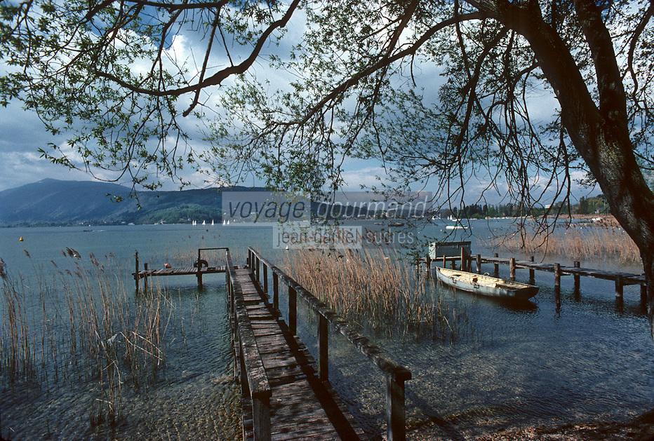Europe/France/Rhône-Alpes/74/Haute-Savoie/Annecy: les bords du lac vieux ponton et roseaux