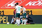 Dr. Daniel Hellermann (Mannschaftsarzt Werder Bremen) bei Theodor Gebre Selassie (Werder Bremen #23) Verletzung Auswechslung<br /> <br /> <br /> Sport: nphgm001: Fussball: 1. Bundesliga: Saison 19/20: 33. Spieltag: 1. FSV Mainz 05 vs SV Werder Bremen 20.06.2020<br /> <br /> Foto: gumzmedia/nordphoto/POOL <br /> <br /> DFL regulations prohibit any use of photographs as image sequences and/or quasi-video.<br /> EDITORIAL USE ONLY<br /> National and international News-Agencies OUT.