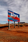 USA; Utah; crossing the boader from Arizona into Utah; Monument Valley; Navajo Tribal Park