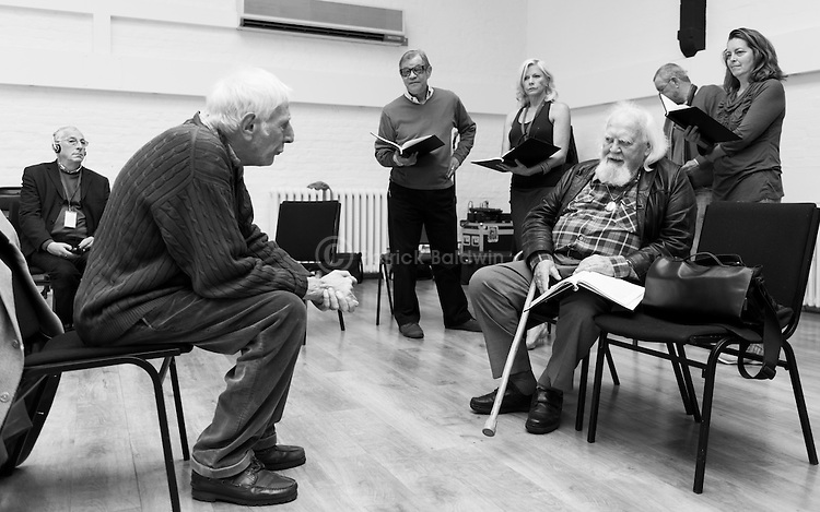 """King Lear"" rehearsed reading rehearsals. Old Vic Theatre. Director: Jonathan Miller. L to R: unknown, Jonathan Miller, Michael York, Felicity Dean, Joss Ackland, John Nettles, Greta Scacchi."
