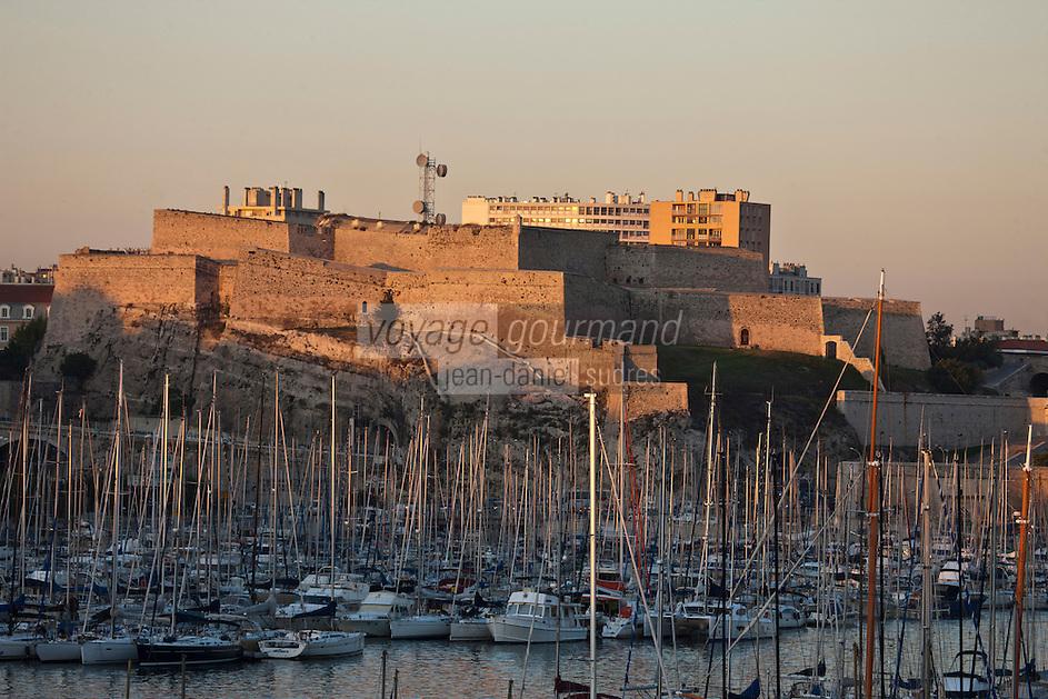 Europe/France/Provence-Alpes-Côte d'Azur/13/Bouches-du-Rhône/Marseille: Le fort Saint-Nicolas, appelé la Citadelle par les Marseillais, est un fort surplombant le port de Marseille. Il a été édifié de 1660 à 1664 par le chevalier de Clerville sur ordre de Louis XIV afin de mater l'esprit d'indépendance de la ville de Marseille.