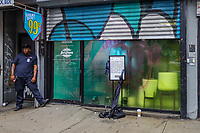 Nova York (EUA), 18/07/2019 - Uma loja pop-up da marca de chá Arizona em parceria com à Adidas foi fechada pela Policia de Nova York (NYPD), devido a quantidade de pessoas que foram até o local, em busca de tênis que seria vendidos por 99 centavos de dólar o par no bairro de Little Italy na Ilha de Manhattan em Nova York nos Estados Unidos nesta quinta-feira, 18. (Foto: Vanessa Carvalho/Brazil Photo Press/Agencia O Globo) Mundo