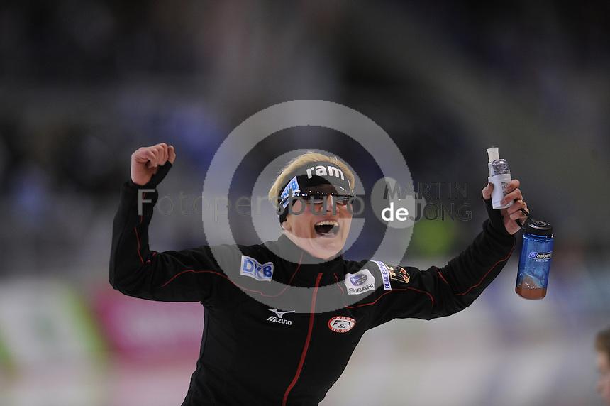 SCHAATSEN: CALGARY: Olympic Oval, 08-11-2013, Essent ISU World Cup, 3000m, Claudia Pechstein (GER), ©foto Martin de Jong