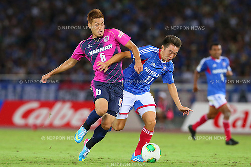 (L-R) Hotaru Yamaguchi (Cerezo), Manabu Saito (F Marinos), SEPTEMBER 14, 2013 - Football / Soccer : <br /> 2013 J.LEAGUE Division 1, 25th Sec <br /> match between Yokohama F Marinos 1-1 Cerezo Osaka<br />  at Nissan Stadium in Kanagawa, Japan. (Photo by AFLO SPORT) [1156]