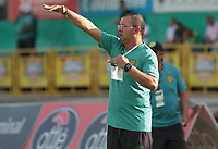 NEIVA - COLOMBIA, 18-07-2015: Juan Carlos Alvarez técnico de Leones F.C. gesticula durante partido contra Atlético Huila por la fecha 7 de la Liga Águila II 2018 jugado en el estadio Guillermo Plazas Alcid de la ciudad de Neiva. / Juan Carlos Alvarez coach of Leones F.C. gesures during match against Atletico Huila for the date 7 of the Aguila League II 2018 played at Guillermo Plazas Alcid in Neiva city. VizzorImage / Sergio Reyes / Cont