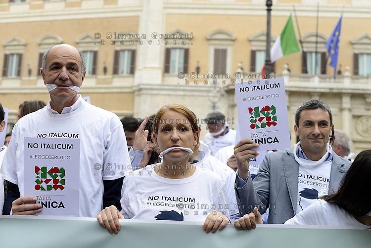 Roma, 27 Aprile 2015<br /> Manifestazione con flash mob di Ialia Unica contro la legge elettorale in discussione alla Camera dei Deputati.<br /> No Italicum, legge cerotto.<br /> Manifestanti indossano un bavaglio.<br /> A sinistra Corrado Passera