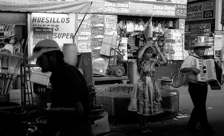 01.2010 Santiago de chile (Chile)<br /> <br /> Musiciens au marché la vega.<br /> <br /> Musicians in la vega market.