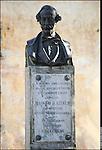 Azeglio (To). Paese che fa parte degli intinerari dei luoghi del Risorgimento. Nella foto è presente il monumento a Massimo D'Azeglio.
