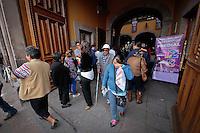 Quer&eacute;taro, Qro. 04 ENERO 2016.- La delegaci&oacute;n Centro Hist&oacute;rico, ubicada en la calle de Fco. I Madero esquina con Guerrero, mejor conocida como Palacio Municipal, es una de las alternativas para los contribuyentes cumplidos que acuden a pagar su recibo PREDIAL. Dentro del centro de la ciudad se han instalado oficinas de atencion a Pensionados y Jubilados en la antesala del Tetaro Rosalio Solano,<br /> Foto: Victor Pichardo / Obture Press Agency