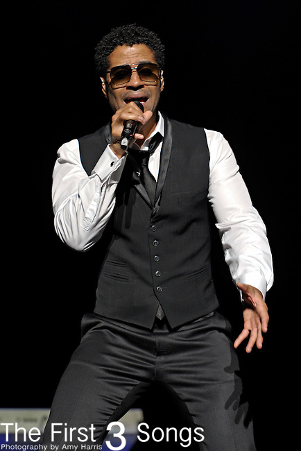 ERIC BENET performs at the State Theatre in Cleveland, Ohio on December 29, 2010.