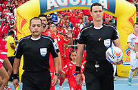 CALI - COLOMBIA  - 01 -  10  -  2017: Wilmar Roldan (Der.) arbitro, durante partido entre America de Cali y Cortulua de la fecha 14 por la Liga Aguila II 2017 jugado en el estadio Pascual Guerrero de la ciudad de Cali. / Wilmar Roldan (R), referee, during a match between America de Cali and Cortulua of the date 14th for the Liga Aguila II 2017 at the Pascual Guerrero stadium in Cali city. Photo: VizzorImage / Nelson Rios / Cont.