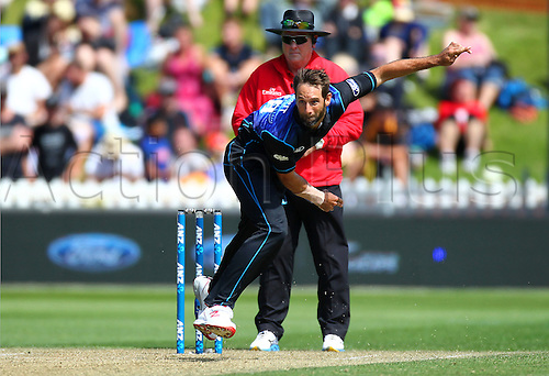 25.01.2016. Basin Reserve, Wellington, New Zealand. New Zealand versus Pakistan One Day International Cricket. Grant Elliott bowls during the 1st ODI cricket match between the New Zealand Black Caps and Pakistan