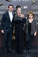Paco Leon (L) and Debi Mazar (C) attends to the premiere of 'La Peste' at Callao Cinemas in Madrid, Spain. January 11, 2018. (ALTERPHOTOS/Borja B.Hojas) /NortePhoto.com NORTEPHOTOMEXICO