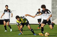 SAO PAULO, SP 18 JULHO 2013 - TREINO CORINTHIANS - Os jogadores Alexandre Pato e Felipe do Corinthians, treinaram na tarde de hoje, 18, no Ct. Dr. Joaquim Grava, na zona leste de São Paulo. FOTO: PAULO FISCHER/BRAZIL PHOTO PRESS