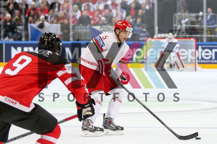 Belarus Stasenko, Nikolai (Nr.5)(Severstal Cherepovets) mit Puck im Spiel IIHF WC15 Canada vs. Belarus.<br /> <br /> Foto &copy; P-I-X.org *** Foto ist honorarpflichtig! *** Auf Anfrage in hoeherer Qualitaet/Aufloesung. Belegexemplar erbeten. Veroeffentlichung ausschliesslich fuer journalistisch-publizistische Zwecke. For editorial use only.