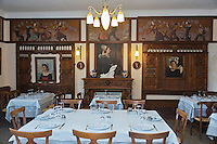 Europe/France/Bretagne/35/Ille et Vilaine/Dinard: Hôtel Printania  , Hôtel musée, riche de meubles régionaux et d'oeuvres d'artistes - la salle du restaurant // France, Ille et Vilaine, Cote d'Emeraude (Emerald Coast), Dinard, Hotel Printania Hotel museum, rich regional furniture and works of artists