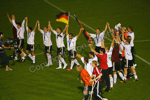 Jul 8, 2006; Stuttgart, GERMANY; German players salute the audience following their 3-1 win over Portugal for third place in the 2006 FIFA World Cup at Gottlieb-Daimler-Stadion, Stuttgart. Mandatory Credit: Ron Scheffler-US PRESSWIRE Copyright © Ron Scheffler.