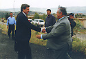 Iraq 2004.In his residence of Qala Tchwalan, Jalal Talabani welcomes Paul Bremer, Administrator of the Coalition Provisional Authority of Iraq.Irak 2004.Jalal Talabani accueillant Paul Bremer, administrateur civil de l'Irak, dans sa residence de Kala Tchoualan