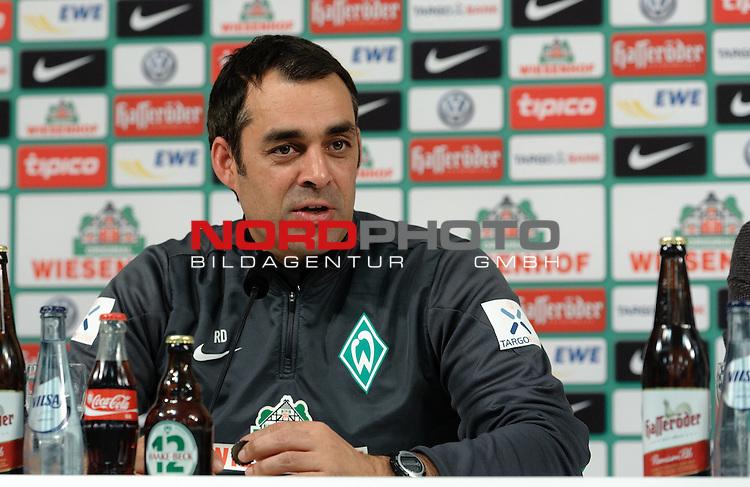 19.12.2013, Weserstadion, Bremen, GER, 1.FBL, Pressekonferenz Werder Bremen, im Bild Robin Dutt (Trainer Werder Bremen)<br /> <br /> Foto &copy; nordphoto / Frisch