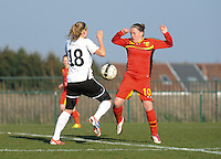 U19 Belgian Red Flames - Austria :<br /> <br /> de bal tussen Lucinda Michez (R) en Carina Mahr (L)<br /> <br /> foto Dirk Vuylsteke / Nikonpro.be