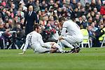 Real Madrid´s Gareth Bale (L) gets injured during 2015/16 La Liga match between Real Madrid and Sporting de Gijon at Santiago Bernabeu stadium in Madrid, Spain. January 17, 2015. (ALTERPHOTOS/Victor Blanco)