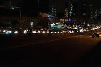 SÃO PAULO-SP-22,09,2014- TRÂNSITO AVENIDA REBOUÇAS- O Motorista enfrenta  lentidão na Avenida Rebouças sentido bairro.Próximo à Ponte Eusébio Matoso na noite dessa Segunda-Feira,22(Foto:Kevin David/Brazil Photo Press