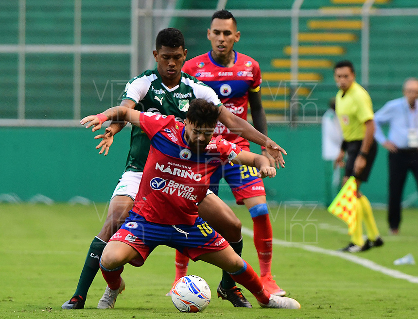 PALMIRA - COLOMBIA, 11-11-2018: Jeison Angulo (Izq) del Deportivo Cali disputa el balón con Juan Sebastian Villota (Der) de Deportivo Pasto durante partido por la fecha 19 de la Liga Aguila II 2018 jugado en el estadio Palmaseca de Cali. / Jeison Angulo (L) player of Deportivo Cali fights for the ball with Juan Sebastian Villota (R) player of Deportivo Pasto during match for the date 19 of the Aguila League II 2018 played at Palmaseca stadium in Cali. Photo: VizzorImage/ Nelson Rios / Cont