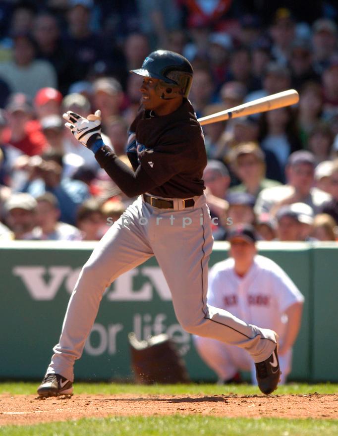 Orlando Hudson during the Toronto Blue Jays v. Boston Red Sox game on April 18, 2005...Blue Jays win 7-12..David Durochik / SportPics