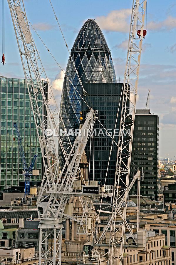 Guindastes de construção em Londres. Inglaterra. 2008. Foto de Juca Martins.