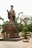 VIETNAM, Hanoi, a statue of Ly Thai To, the first emperor of the Vietnam Dynasty located at Indira Gandhi Park