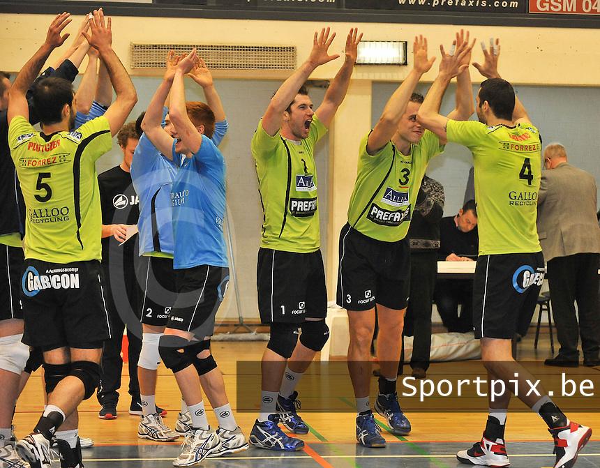 VC Prefaxis Menen - Noliko Maaseik : vreugde bij Menen na het winnen van de wedstrijd.foto VDB / BART VANDENBROUCKE