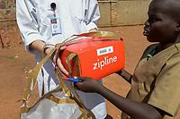RUANDA, Butare, health center Gikonko, a battery powered zipline drone deliver blood conserve and medicals in parcel with parachute to rural clinics / RUANDA, Butare, Krankenstation Gikonko, Bestellung von Blutkonserven per Drohne bei zipline mit dem Smartphone über whatsup, Ankunft der Drohne und Abwurf des Pakets mit einem kleinen Fallschirm