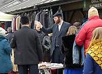 """W niedziele na Placu Nowym na Krakowskim Kazimierzu odbywa się wielka giełda odzieży. Na popularnego """"Żyda"""" tłumnie przychodzą mieszkańcy Krakowia."""