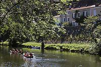 Europe/France/Midi-Pyrénées/46/Lot/ Cabrerets:Canoés dans  la Vallée du Célé et maisons du Village