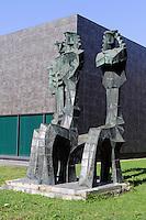 Skulptur vor Curlionis Kunstmuseum in Kaunas, Litauen, Europa