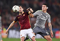 FUSSBALL CHAMPIONS LEAGUE  SAISON 2015/2016 ACHTELFINAL HINSPIEL AS Rom - Real Madrid                 17.02.2016 Miralem Pjanic (li, AS Rom)  gegen James Rodriguez (Real Madrid)