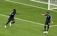 MOSCU - RUSIA, 15-07-2018: Blaise MATUIDI jugador de Francia celebra después del auto gol de Mario MANDZUKIC (fuera de cuadro) de Croacia durante partido por la final de la Copa Mundial de la FIFA Rusia 2018 jugado en el estadio Luzhnikí en Moscú, Rusia. / Blaise MATUIDI player of France celebrates after self goal of Mario MANDZUKIC (out the frame)  of Croatia during match of the final for the FIFA World Cup Russia 2018 played at Luzhniki Stadium in Moscow, Russia. Photo: VizzorImage / Cristian Alvarez / Cont