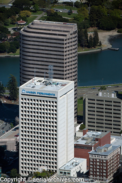 aerial photograph Kaiser Permanente headquarters Ordway building, Oakland, California