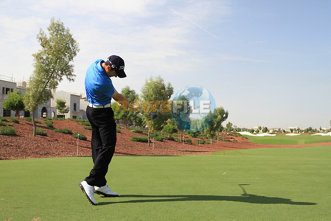 Ross Fisher tees off on the 8th hole during  Day 2 at the Dubai World Championship Golf in Jumeirah, Earth Course, Golf Estates, Dubai  UAE, 20th November 2009 (Photo by Eoin Clarke/GOLFFILE)