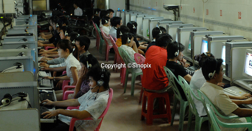 Young people playing online games in an internet cafe in Haikou city, Hainan Island, China..25 Apr 2007