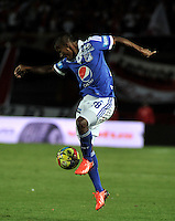 BOGOTA - COLOMBIA -21-09-2013: Alex Diaz, jugador de Millonarios en accion durante del partido en el estadio Nemesio Camacho El campin de la ciudad de Bogota, septiembre 20 de 2013. Independiente Santa Fe y Milonarios en juego por la fecha 10 de la Liga Postobon II. (Foto: VizzorImage / Luis Ramirez/ Staff.) Alex Diaz, jugador de Millonarios in action during a match at the Nemesio Camacho El Campin Stadium in Bogota city, on September 20, 2013. Independiente Santa Fe and Millonarios in a game for the tenth date of the Postobon Leaguje II. (Photo VizzorImage /Luis Ramirez/ Staff.)