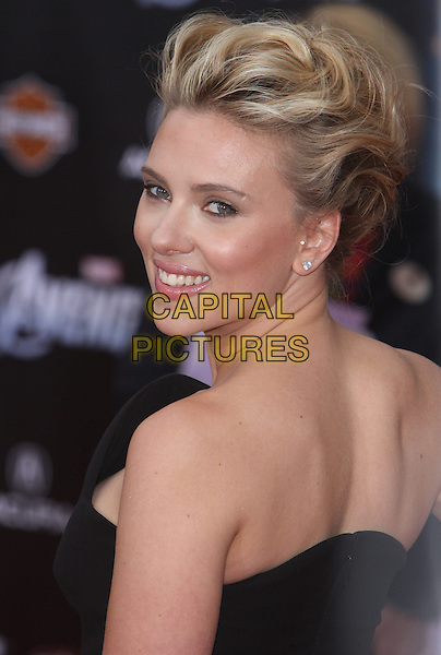 """Scarlett Johansson.""""Marvel's The Avengers"""" World Premiere held at the El Capitan Theatre, Hollywood, California, USA..April 11th, 2012.headshot portrait black strapless looking over shoulder .CAP/ADM/CH.©Charles Harris/AdMedia/Capital Pictures"""
