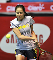 BOGOTA - COLOMBIA - 05-12-2013: Ana Ivanovic, tenista de Serbia, entrena en el Coliseo El Campin para su partido frente a la tenista Rusa Maria Sharapova, durante el Master Claro.  / Ana Ivanovic, Serbian tennis player, trains at the Coliseo El Campin for their match against the Russian tennis player Maria Sharapova during the Master Claro. / Photo:  VizzorImage / Luis Ramirez / Staff