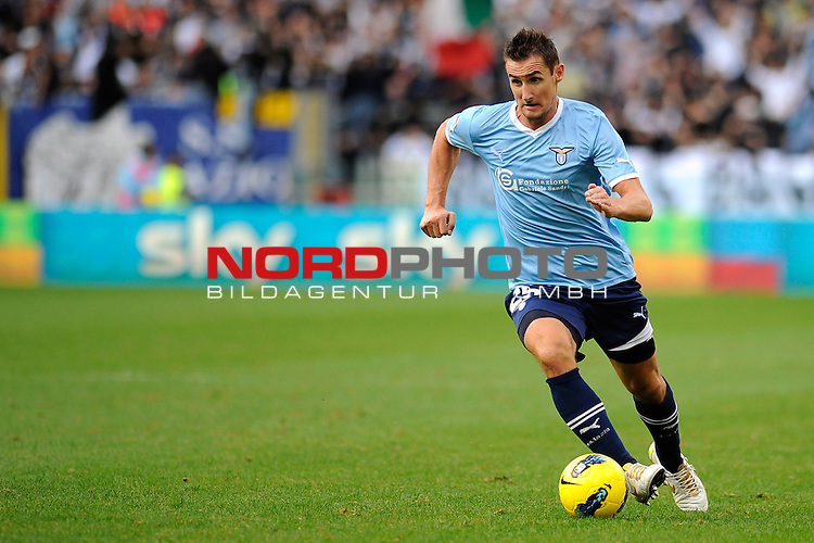 Miroslav KLOSE (Lazio) in action. ROMA 06/11/2011, Stadio Olimpico, Calcio, Campionato di Serie A 2011/2012, Lazio Vs Parma.<br /> Foto &copy; nph /  sportmedia<br /> ***** Attention only for GER, CRO, SUI *****