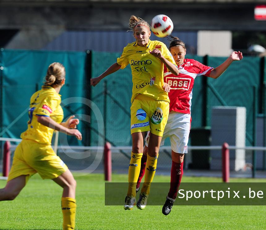 Supercup seizoen 2011 - 2012 ; Kampioen Standard Femina tegen Bekerwinnaar Waasland Beveren Sinaai Girls : Justine Vanhaevermaet wint het kopduel .foto DAVID CATRY / Vrouwenteam.be