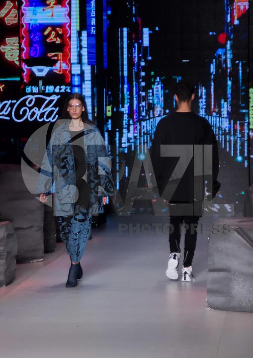 SÃO PAULO,SP, 28.10.2016 - SPFW-COCA-COLA JEANS - Desfile da grife Coca-Cola Jeans <br /> durante a São Paulo Fashion Week N42 no Parque do Ibirapuera na região sul de São <br /> Paulo nesta sexta-feira, 28. <br /> <br /> (Foto: Fabricio Bomjardim/Brazil Photo Press)