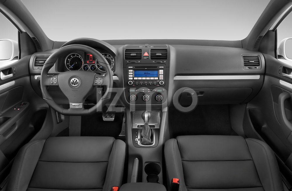 Straight dashboard view of a 2008 Volkswagen r32